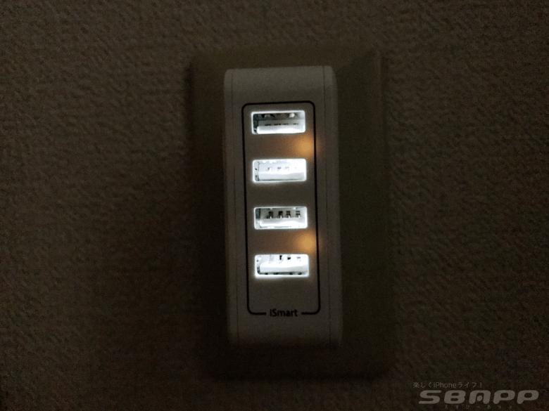 電源ランプが点灯するタイプが多い中、USBポートが光るタイプは貴重。暗所で使用する時に本当に助かります。