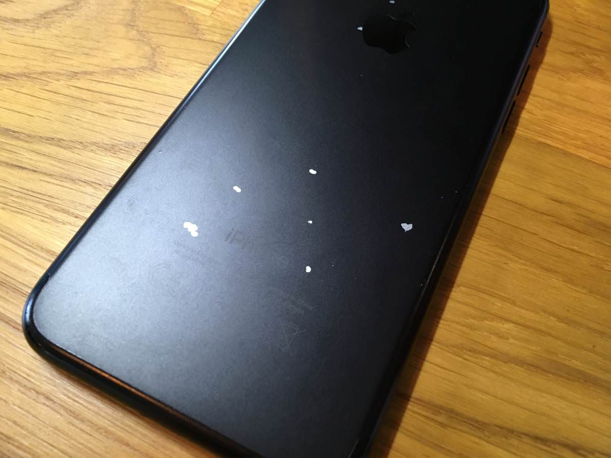 img via:iPhone 7 Plus Matte Black Paint Chipped